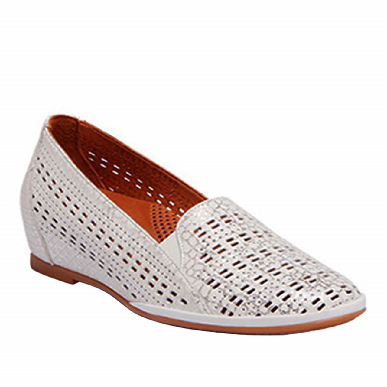 Дамски обувки със скрита платформа в бяло