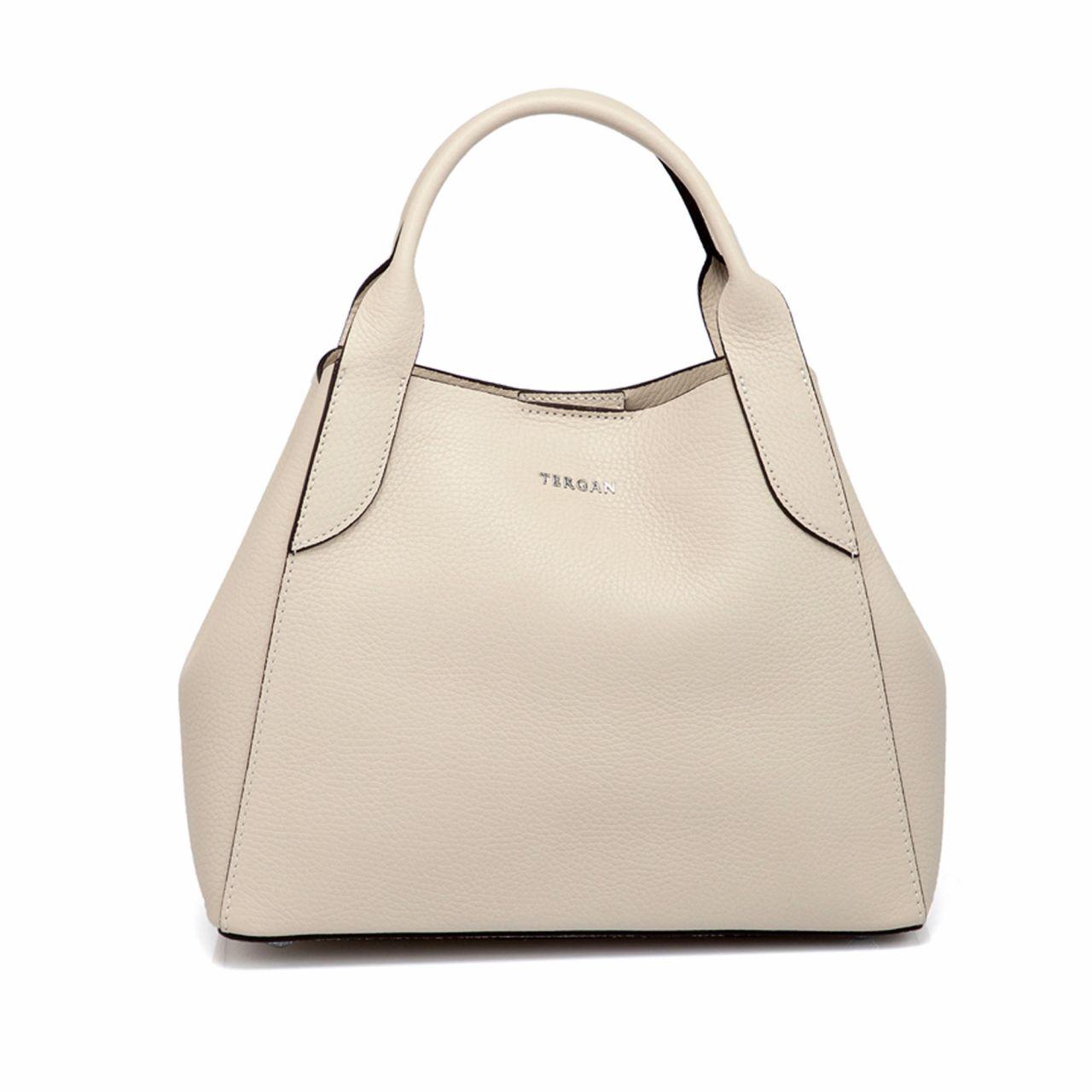 Малка ръчна дамска чанта в бежово