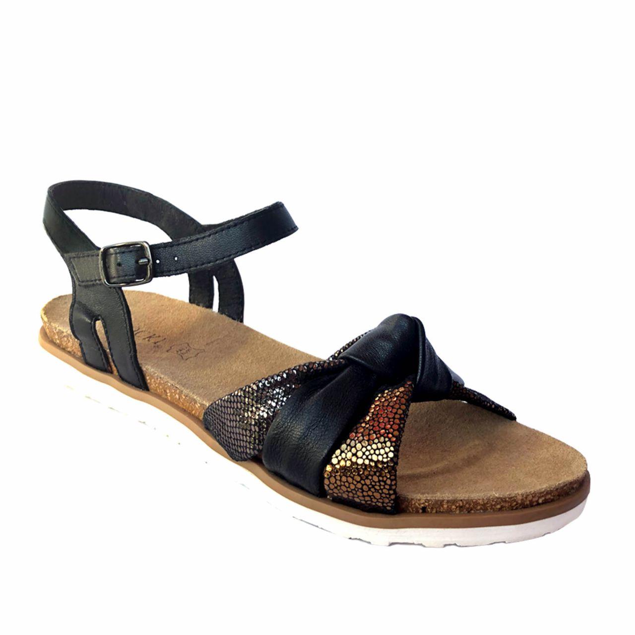 Дамски сандали с равна подметка