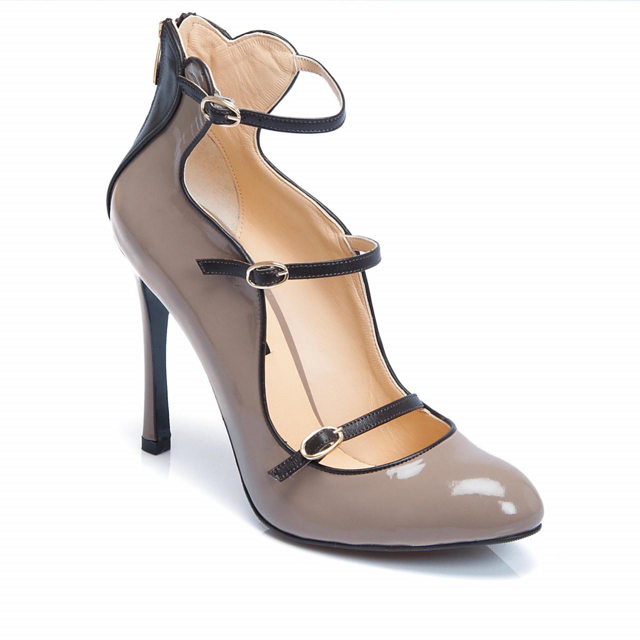 Екстравагантни дамски обувки на висок ток